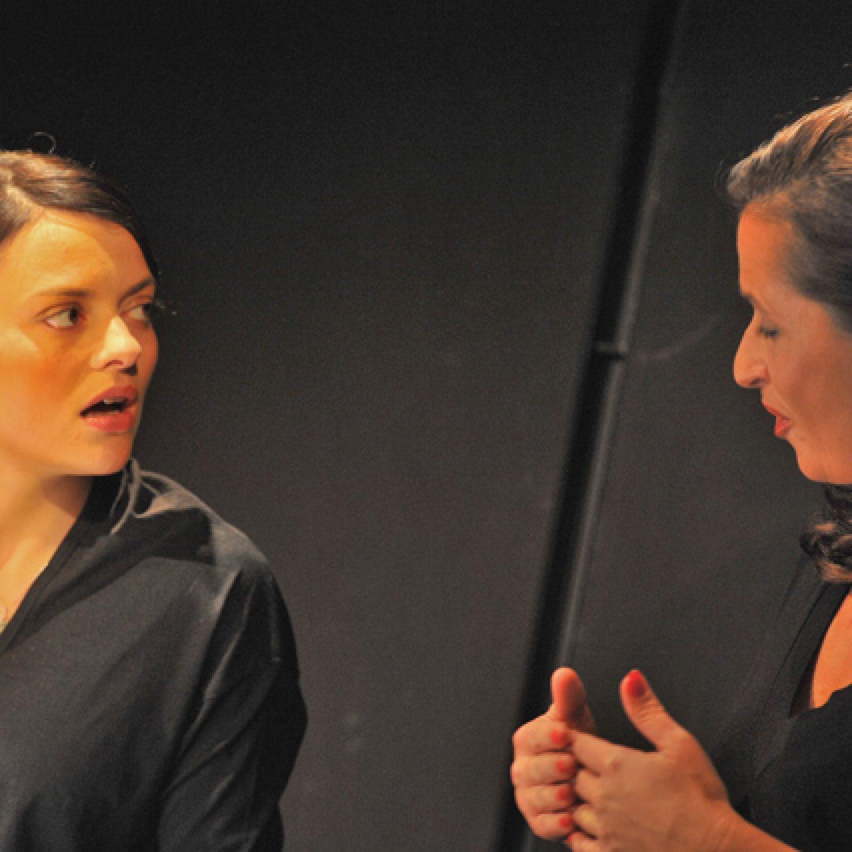 SMLUVNÍ VZTAHY - Divadlo Viola